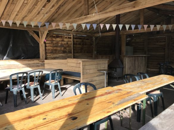 Campsite Landgoed De Wielewaal | Enough space in 'De Boshut' to eat with a group of 40!